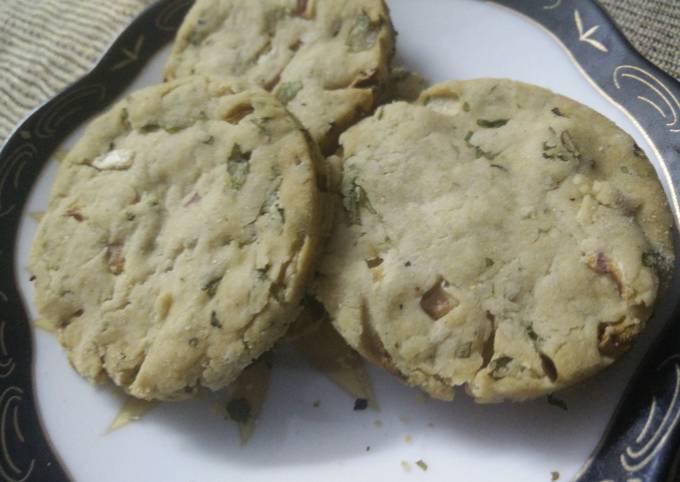 Baked savoury snack