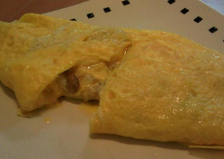 How to Make Quick Omelet Filled with Natto, Tuna and Mayonnaise