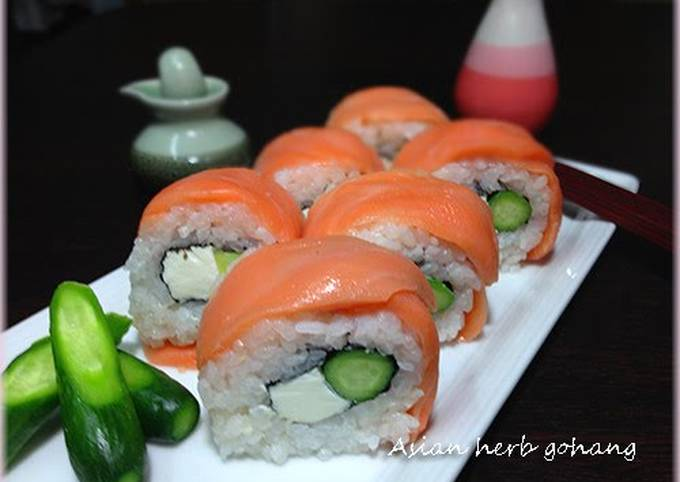 Avocado Salmon Philadelphia Rolls
