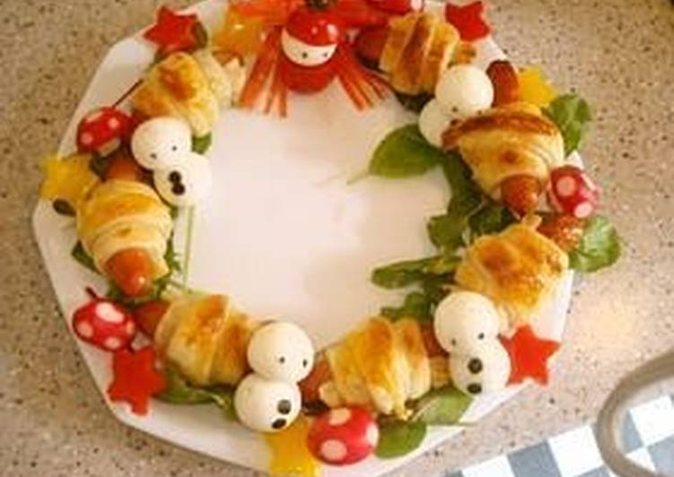 Easiest Way to Prepare Yummy Christmas Frankfurter Sausage Pie Wreath