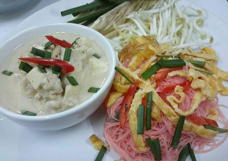 Pink Rice Noodles / Pad Mee Kati