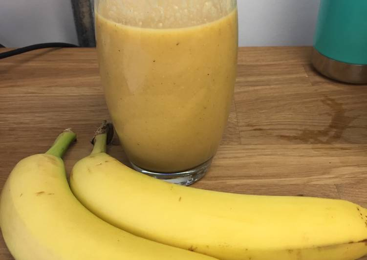 Banana, mango and orange breakfast smoothie