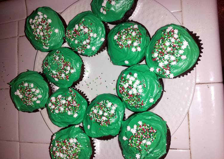 How to Cook Perfect Chocolate Christmas Cupcakes