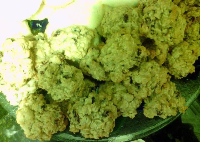 Easiest Way to Make Perfect Vanishing Oatmeal Cookies