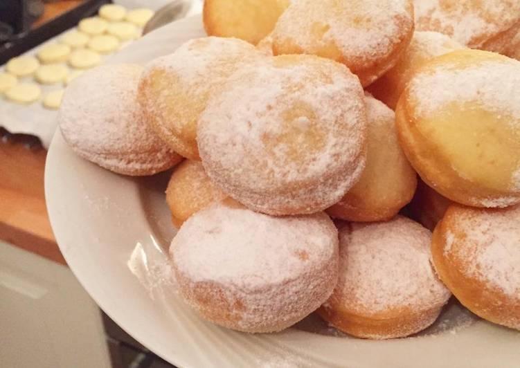 Romanian donuts (Gogoși)