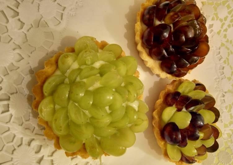 Trauben-Törtchen mit Vanillecreme