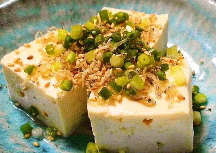 Recipe of Ultimate Hiyayakko – Cold Tofu with Tiny Sardines (Chirimen Jako) and Green Onion