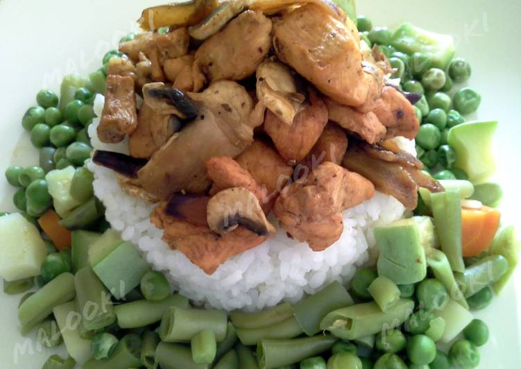 Grilled chicken with steamed vegetables and rice