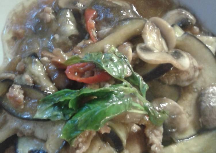 Pad Ma Khure Yaow or stir fry eggplants