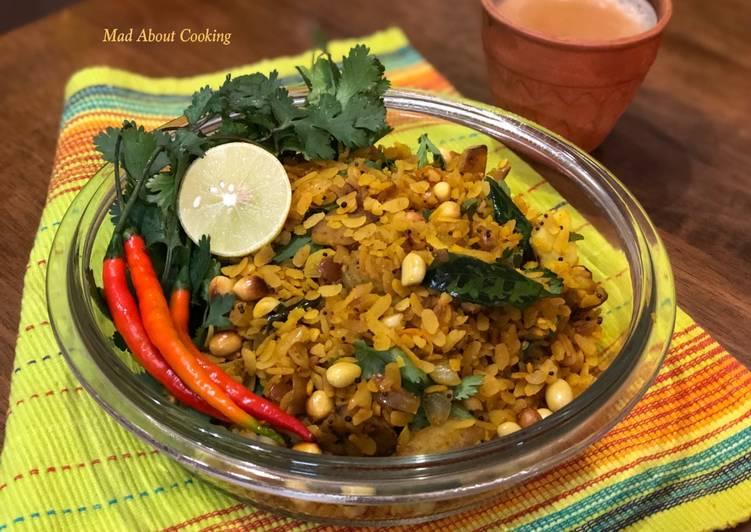 Maharashtrian Poha With Healthy Twist – Super Healthy Breakfast