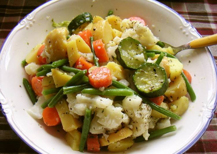 Hearty Vegetable Italian Salad