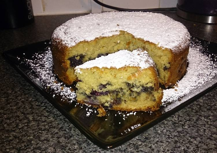 blueberry and chocolate cake