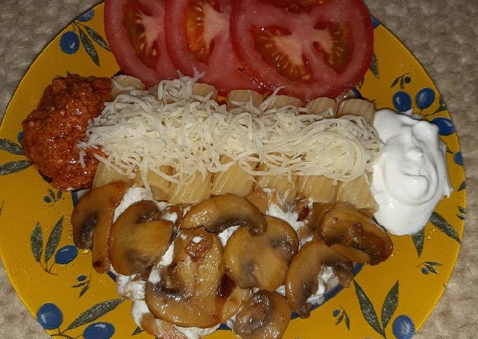 Tortiglioni Pasta With Mustard Mushroom Sauce and Yummy Additions