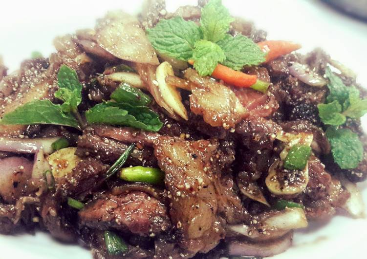 How to Make Yummy Nuae Namtok or  Thai Spicy Grilled Beef Salad