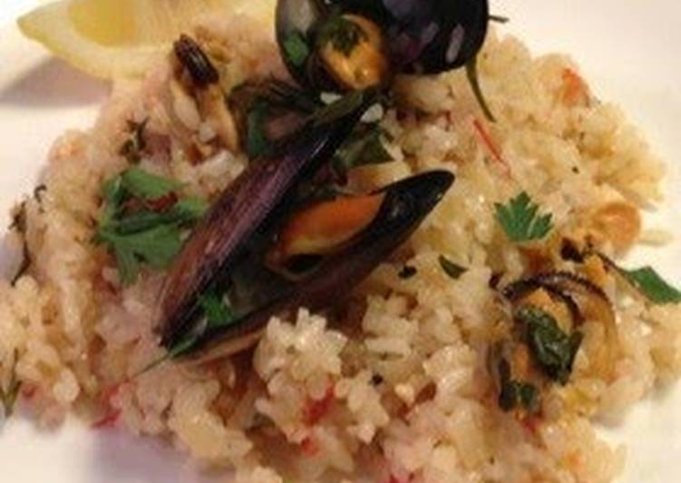 Greek-Style Mussel Pilaf Cooked in a Rice Cooker