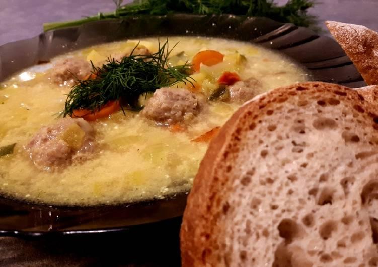 Zupa ziemniaczano porowa z pulpecikami z indyka
