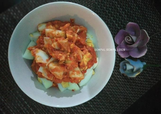 Egg Chili Sauce with Coconut Virgin Oil / Sambalado Telur dengan Minyak Kelapa