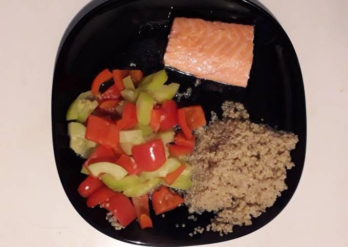 Saumon avec légumes et quinoa