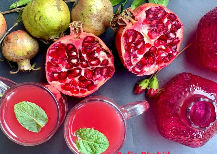 Foods That Make Your Mood Better Pomegranate tea