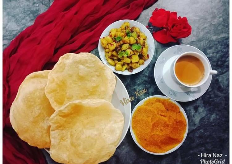 Aloo ki sukhi sabji (Dry Masala Aloo) With Halwa Poori