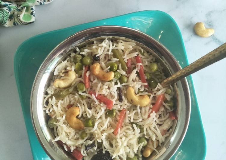 Vegetable Pulao (Rice Cooked With Veggies And Spices)