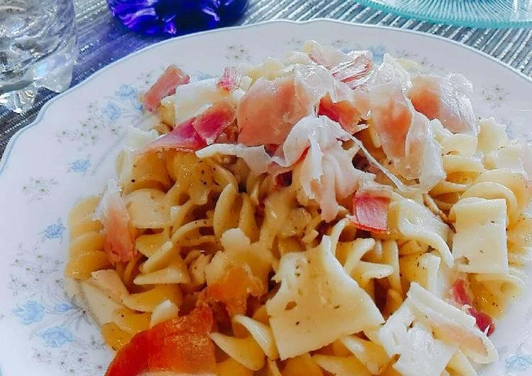 Fusilli oglio olio with cheese and ham