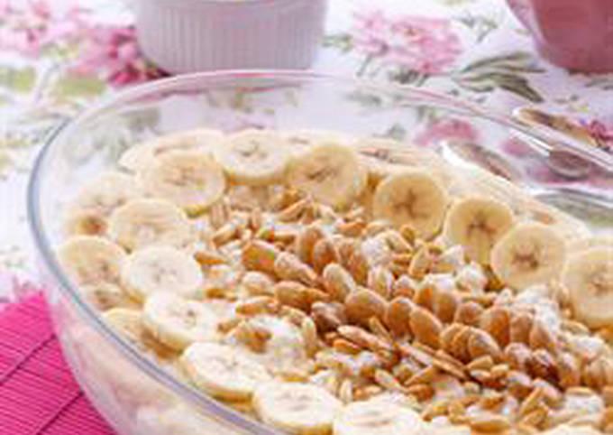 Milk pudding with ashta cream and bananas - layali lubnan