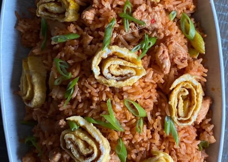 Comment Cuisiner Riz sauté au poulet décoré de tourbillons d'omelettes
