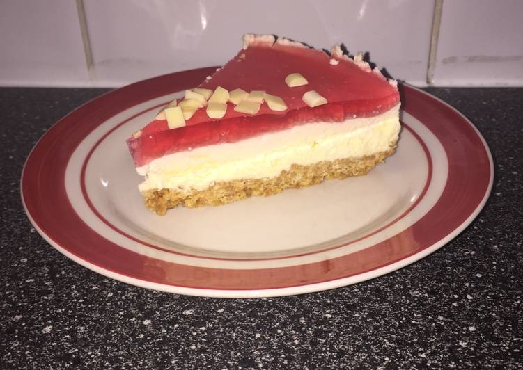 White Chocolate and Strawberry Jelly Cheesecake