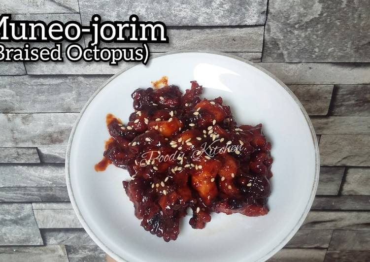 Muneo-jorim (Braised Octopus)