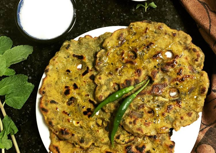 Mint Thalipeeth