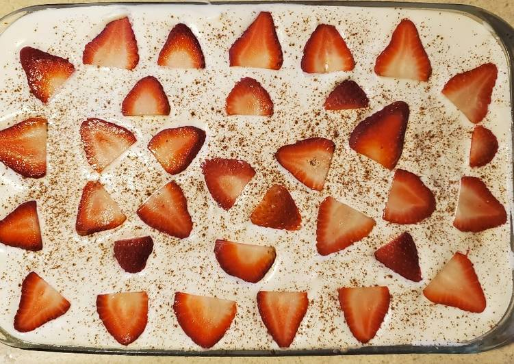 Strawberry Tres Leches Cake (Easy)