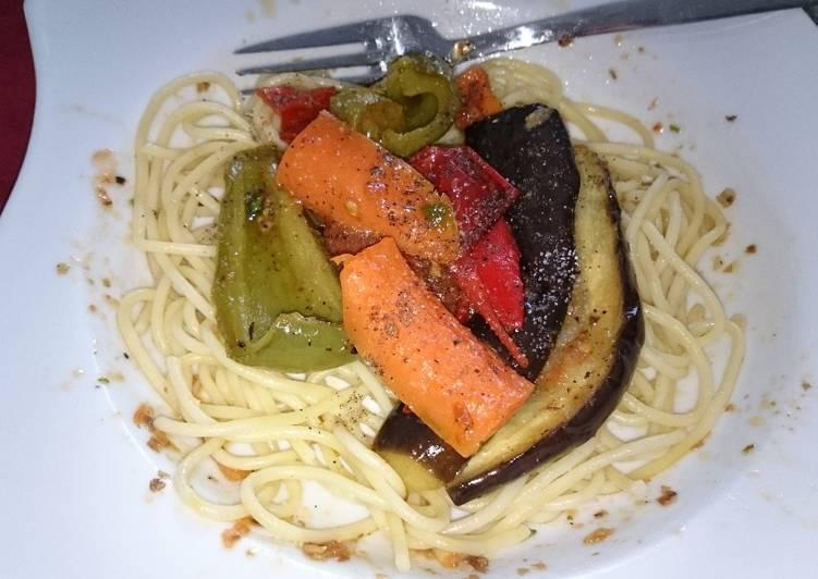 Gebackenes Gemüse auf Spaghetti Wolke