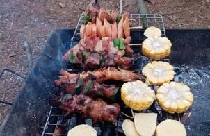 Đồ nướng đi phượt (thịt nướng, xúc xích nướng, khoai nướng,...)
