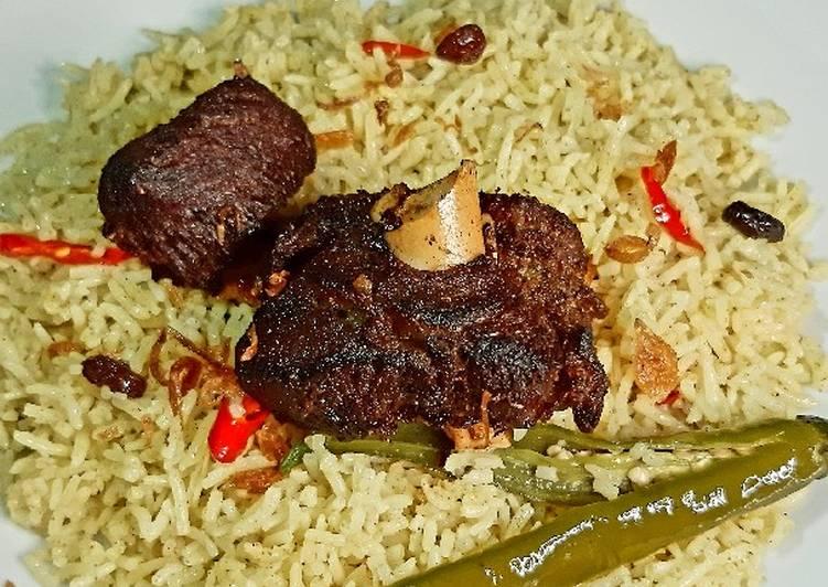 Nasi mandhi kambing goreng