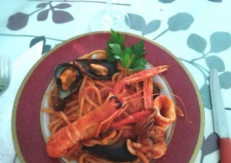 Spaghetti quadrati con scampi, cozze e calamari