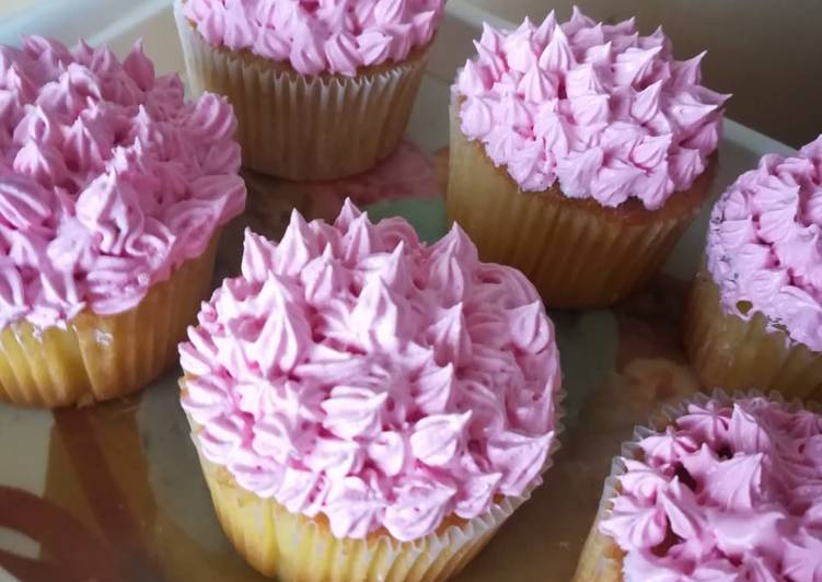 Vanilla cupcake with icing
