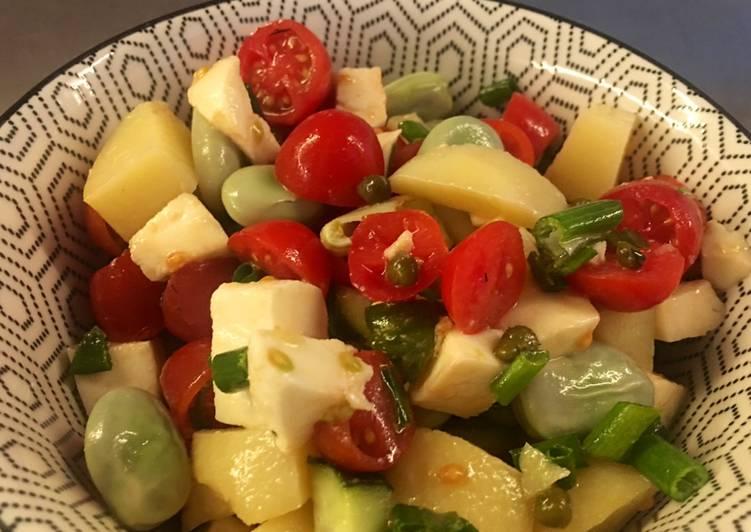 Szybka sałatka z bobem i mozzarellą