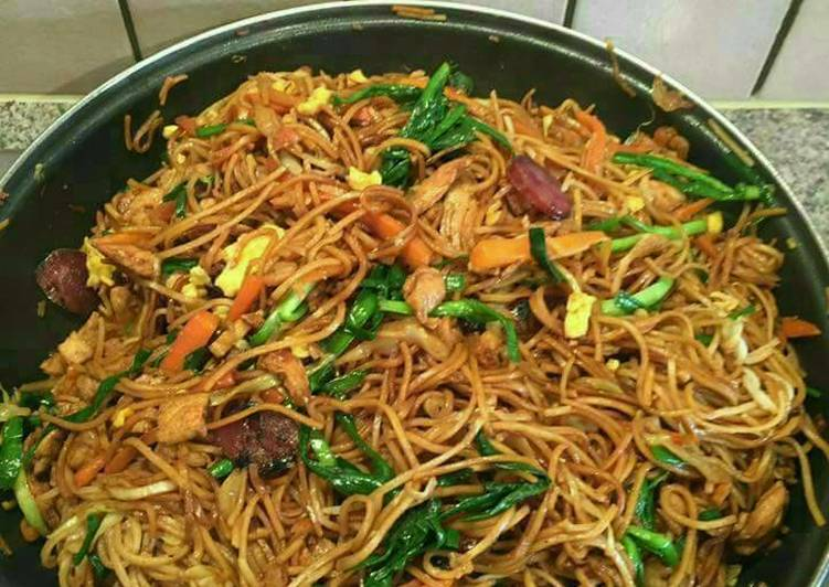 Fried noodles(prawns,chicken,egg)
