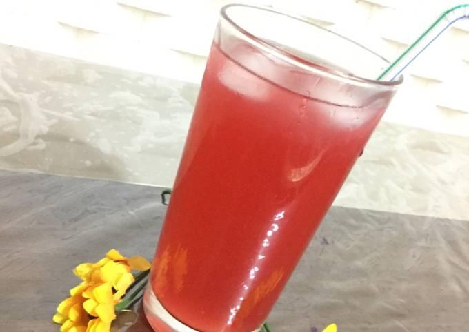 Strawberry and raspberry iced tea