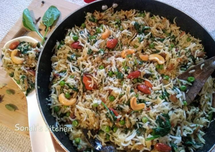 The Best Soft and Chewy Dinner Easy Autumn Palak Pulao /Spinach Rice
