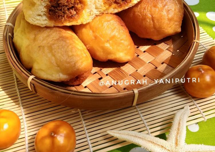 Luti gendang (roti isi abon ikan tongkol)