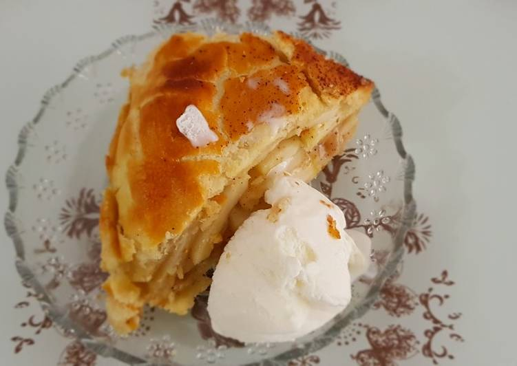 Step-by-Step Guide to Prepare Quick Apple pie with icecream طورطة التفاح مع الايس كريم
