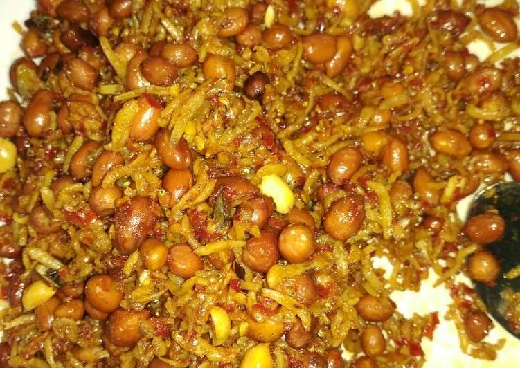 Teri nasi kacang balado
