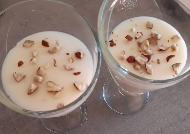 Mouhalabieh (dessert libanais à la fleur d'oranger)