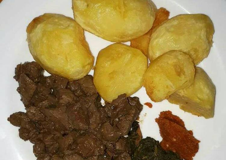 Roasted potatoes with wet fried liver