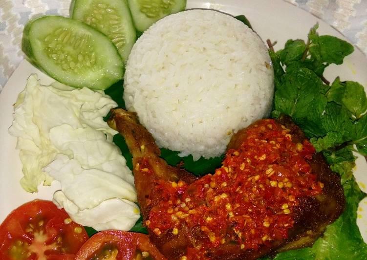 Ayam penyet sambel geprek pedas mantap 🔥👌