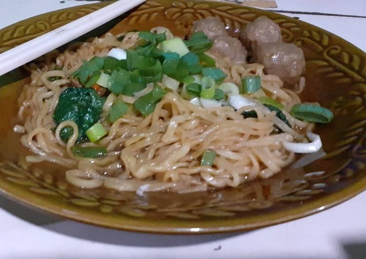 Miago (Mie Ayam Goreng)