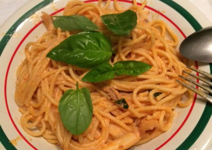 Cherry tomatoes and fresh basil ,garlic and Parmesan pasta