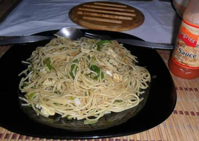 Thai style egg chicken noodles
